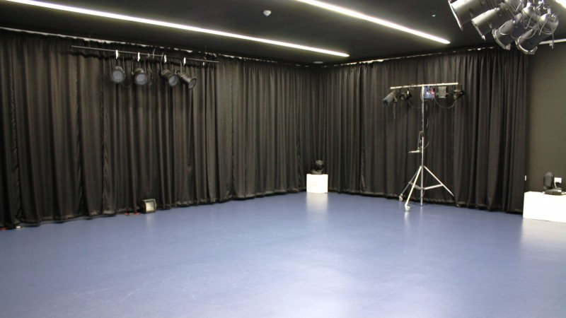 Performing arts facilities why choose us king edward for Porte arts and dance studio